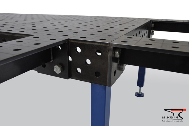 Detailed view on welding table extension
